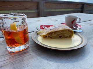 A drink and a strudel at Rifugio Sennes.