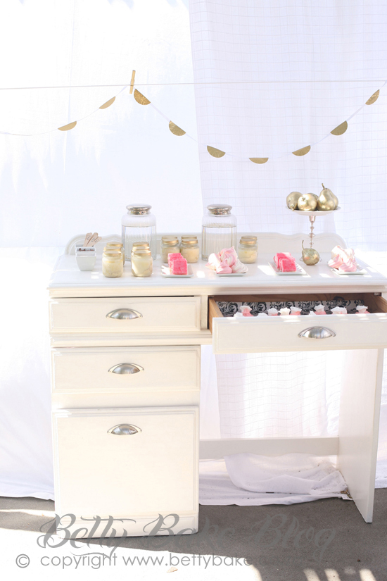 bling party, gold cake, sparkly, shiny, glitter, gold pears, white desk, ice cream in jars, gold lids