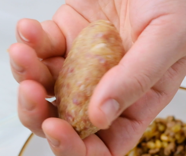 shaping the kibbeh