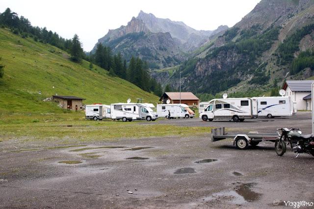Ampia area vicino agli impianti di risalita per la sosta camper e auto