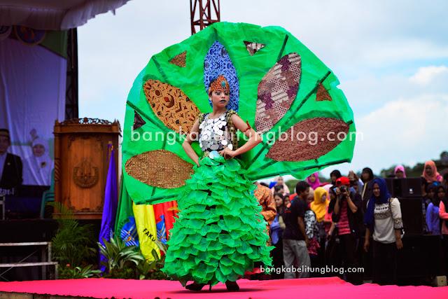 model-bangka-belitung-lomba-baju-daur-ulang