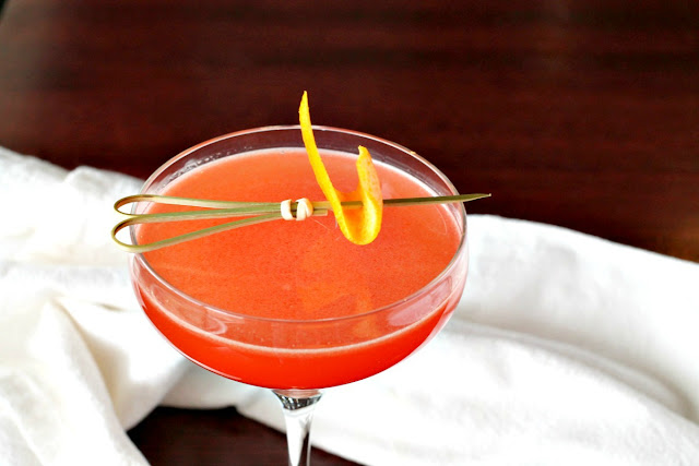 This citrusy Metropolitan Cocktail is a sophisticated twist on the classic cosmopolitan with an Italian flair.