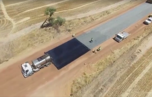 Wie in Australien Straßen gebaut werden | Have you ever seen how a road is bituminised?