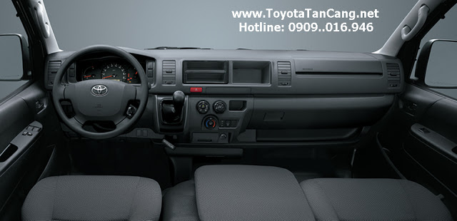 nội thất rộng rãi của Toyota hiace 2015