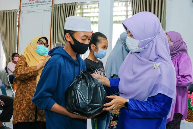 LKKS NTB salurkan 200 paket sembako di Sumbawa