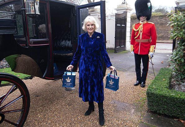 The Duchess invites children from Helen and Douglas House to decorate the Christmas tree at Clarence House. Duchess wore a blue velvet coat dress