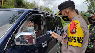 Kapolres Enrekang Lakukan Pengecekan Kesiapan Pos Penyekatan Di Kecamatan Alla