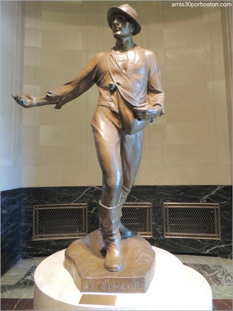 Ayuntamiento de Montreal: Escultura Sembrador de Alfred Laliberté