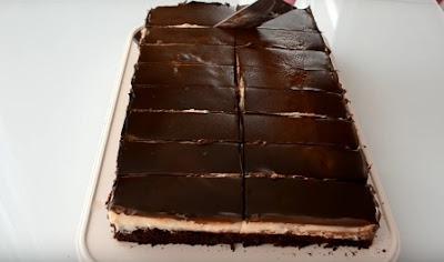 كعكة الشوكولاتة اللذيذة بالكاسترد