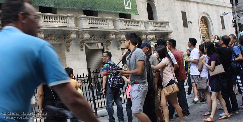 Κινέζοι τουρίστες στο Χρηματιστήριο της Νέας Υόρκης