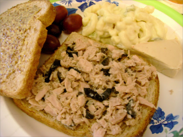 One Serving Tuscan Tuna Sandwich #healthytunasandwich