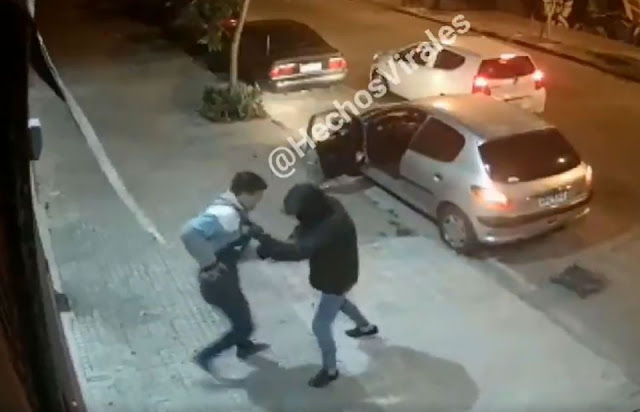 Video: Asaltante intenta robar a persona sin saber que era policía vestido de civil y recibe una lluvia de balas