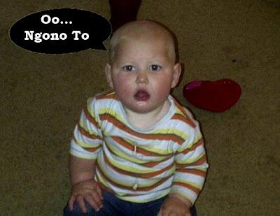 foto bayi sedang melongo domblong