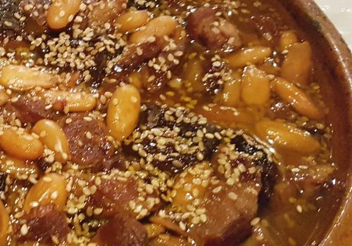 Un guiso dulce hecho con carne de cordero
