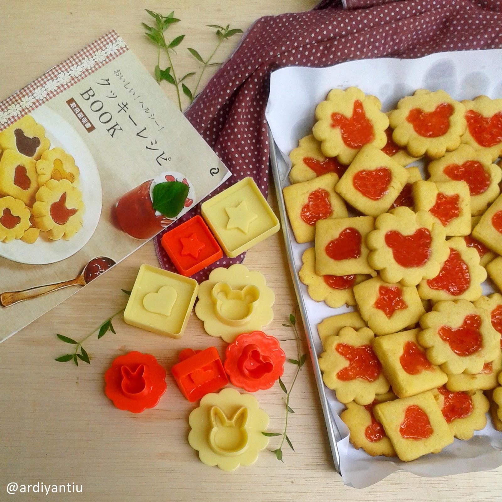 Yancakes Strawberry Jam Cookies Selai Jadi Ceritanya Dapat Kiriman Cetakan Dari Toko Online Yang Baik Hati Hehe Terus Dibuat Deh Rasanya Gurih Dan Manis