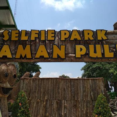 Selfie Park Taman Pule : Gerbang Masuk