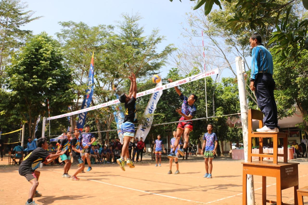 25 Tim Berlaga di Turnamen Bola Voli HUT Bhayangkara Polres Kebumen
