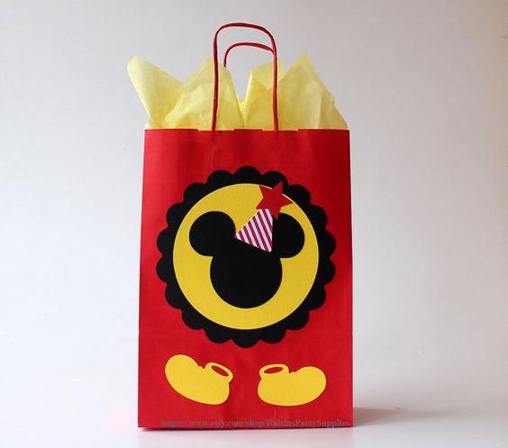 82ea0192e Aprende cómo hacer bolsas de Mickey y Minnie Mouse para cumpleaños ...