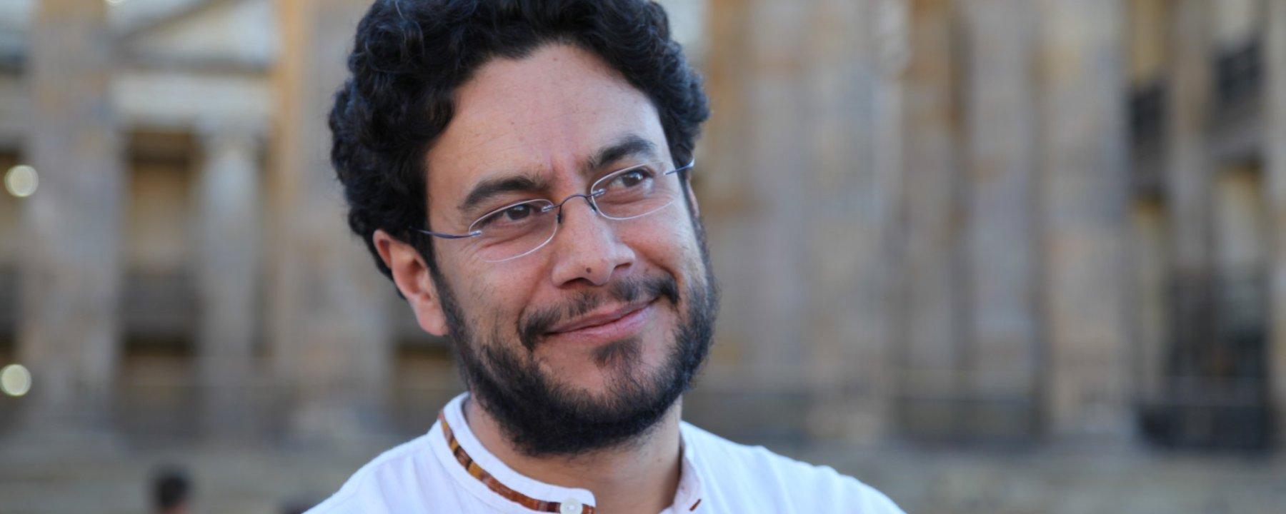 Exigen a Gobierno proteger la vida de Iván Cepeda