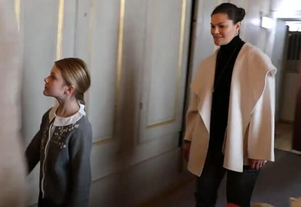 Princess Estelle wore Bonpoint floral embroidered knit cardigan grey. Crown Princess Victoria wore Toteme Annecy jacket ivory