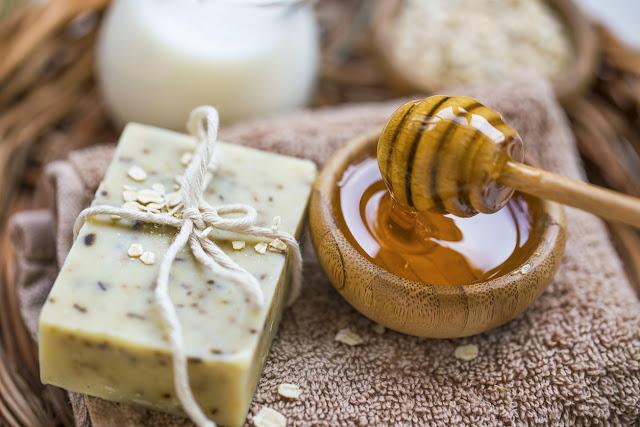 Savon à l'avoine et huile de coco pour éliminer les boutons du visage (recette)