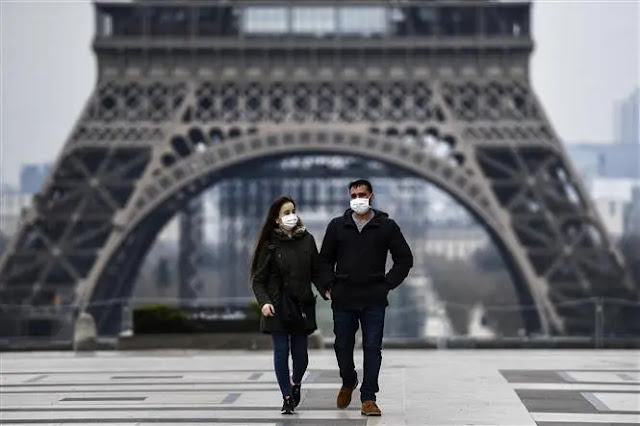 People wear masks to prevent COVID-19 in Paris, France. Photo: AFP