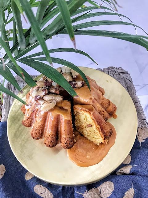 Wielkanocna babka marchewkowa z solonym karmelem
