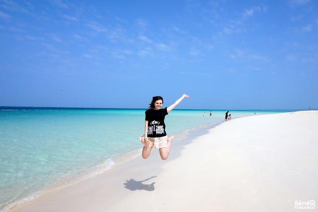 与那覇前浜でジャンプ、宮古島