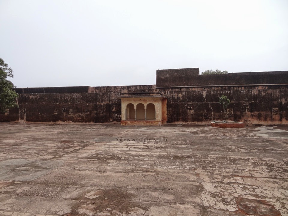 Military courtyard of Jaigargh Fort - Jaipur Rajasthan India - Pick, Pack, Go