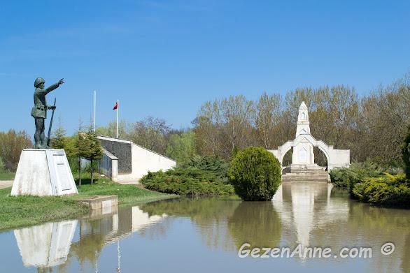 Sarayiçi'ndeki Balkan Savaşları şehitliği de taşan Tunca nehrinin suları altında kalmıştı, Edirne
