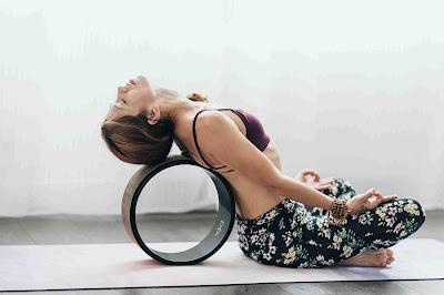 Năm tư thế Yoga nên thử với vòng tập