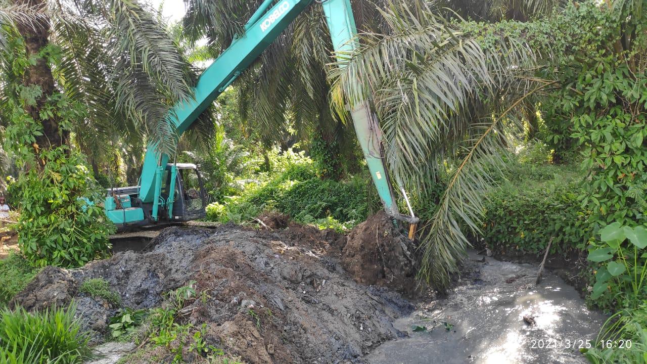 Langkah Nyata Pemkab Asahan Atasi Banjir, Dinas PUPR Lakukan Normalisasi Saluran Air