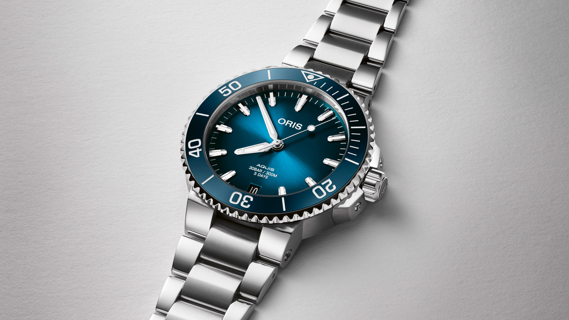Oris Aquis Date Calibre 400 offers outstanding accuracy