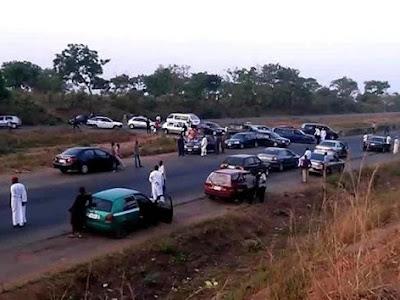 [Gist] Half-Naked Women Blocked Abuja-Kaduna Hugh Way.