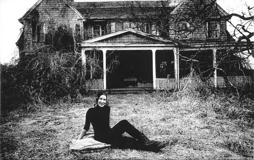 Maison Decor Grey Gardens A Haunting Real Life Riches To Rags Tale