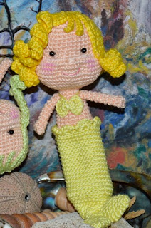 https://amigurumibb.files.wordpress.com/2013/04/mermaid-dolls.pdf