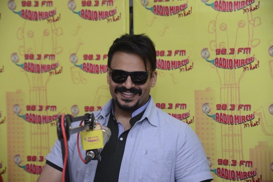 Riteish Deshmukh and Vivek Oberoi visit Radio Mirchi Studio