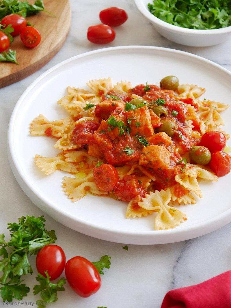 Pâtes Farfalle à la Sauce Tomate Épicée et Saumon