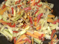 Añadiendo la salsa de soja