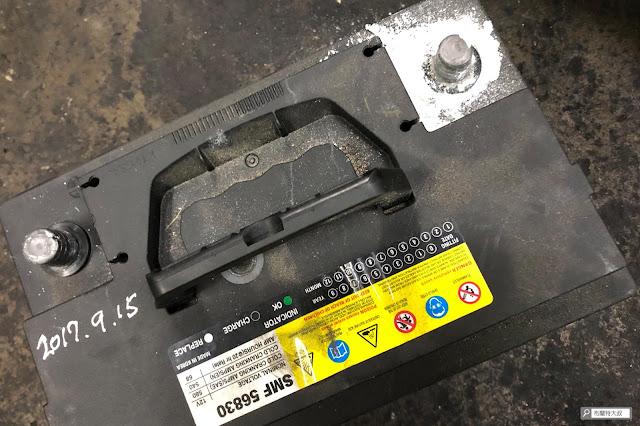 【大叔生活】為冬天超前部署,更換電池好過年 - 用了三年的電瓶,樁頭居然生成了些化合物