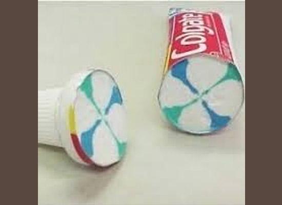Objetos cortados pela metade - Tubo pasta de dentes