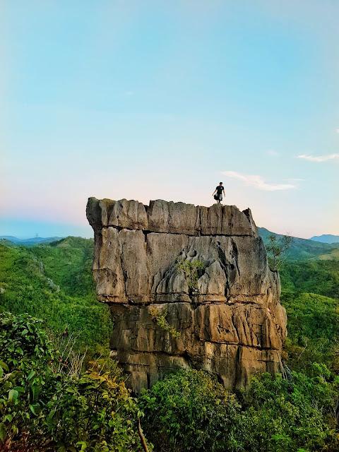 Nagpatong Rock Formation, Barangay Cayumbay, Tanay Rizal