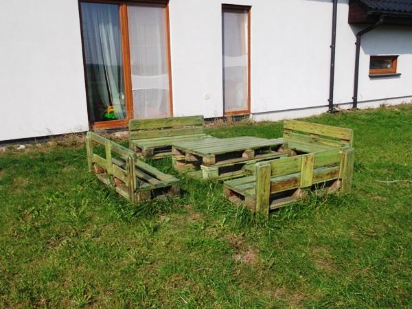 zestaw mebli ogrodowych z palet
