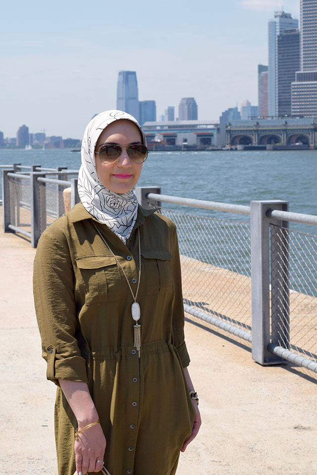 Anthropologie Shirtdress, White Jeans, NYC, Summer Style, Brooklyn Bridge Park, Haute Hijab, MAC Candy Yum Yum Lipstick, Ray-Ban Aviators, Hijab Fashion, Fashion Blogger,