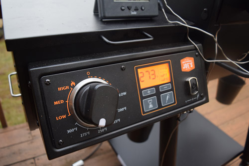 The power control unit for the Oklahoma Joe's Rider DLX has settings for grilling and smoking.