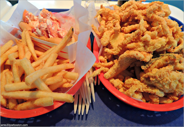 Bob's Clam Hut: Lobster Roll & Bandeja de Marisco Frito