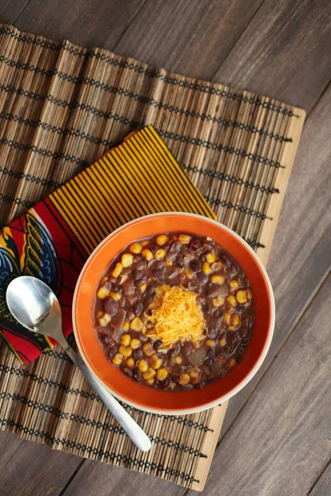 حساء الفاصوليا السوداء والذرة