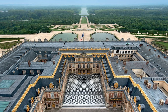 Versailles palace never looted