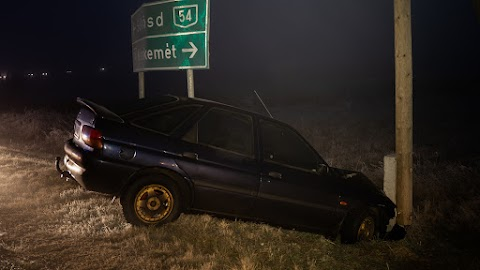 Árokba hajtott a nagy ködben egy autó az 54-esen, egy ember megsérült