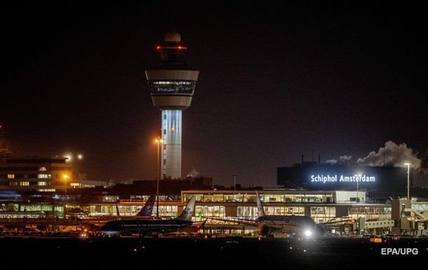 Захоплення літака в Амстердамі: пілот випадково натиснув кнопку тривоги